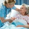 Сиделка для пожилого человека – с кем оставить бабушку и дедушку?