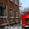 Из пожара в омской школе эвакуировались 200 учеников
