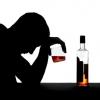 Злоупотребление крепкими напитками разрушает здоровье и психику