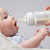 Кормление ребенка молочными смесями