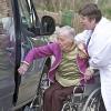 Транспортировка пожилых людей: особенности и требования