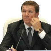 Чиновники из правительства уходят к Сутягинскому