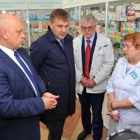 Губернатор Омской области проверил в аптеках наличие жизненно необходимых препаратов и их цену