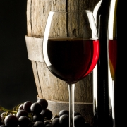 Красное вино поможет побороть старость
