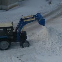 За выходные омские дорожники убрали с дорог более трех тысяч кубометров снега