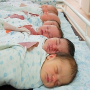 В Омске показатели рождаемости увеличились на 11%