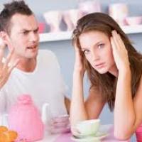 Семейные ссоры вызывают физическую боль.