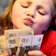 Школьников ограничат в карманных деньгах