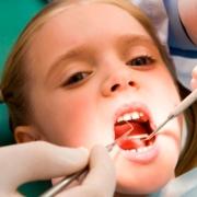 Не вылеченные молочные зубы могут привести к потере постоянных зубов