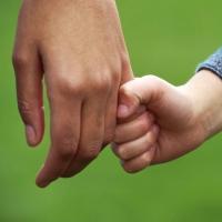 У 18-летней омички забрали уже второго ребенка