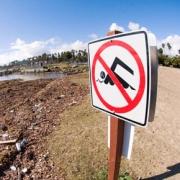 На омских пляжах купаться запретили