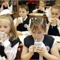 Омские школьники получат бесплатное молоко