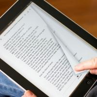 В 30 школах Омской области появятся электронные учебники