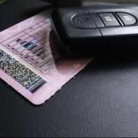 В Омской области двум психически неуравновешенным водителям выдали права
