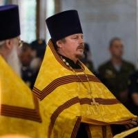 Шаманов и Шойгу отстояли панихиду по погибшим под Омском десантникам