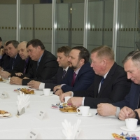 Бурков неформально пообщался с главами районов Омской области