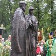 Памятник верности установили у Концертного зала
