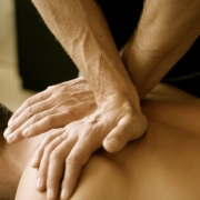 Чем занимается мануальный терапевт?