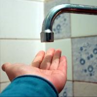 «ОмскВодоканал» продолжает ремонтировать водопровод