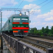 Студенты и школьники будут ездить на поездах со скидкой