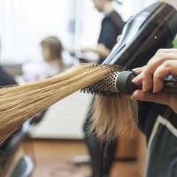 Стоит ли потратиться на курсы парикмахеров для начинающих?