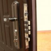 На что обратить внимание при выборе металлической двери