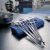 Медицинские инструменты и одежда