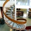 Как правильно красить деревянную лестницу