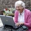 Пенсионеров учат работать на компьютере